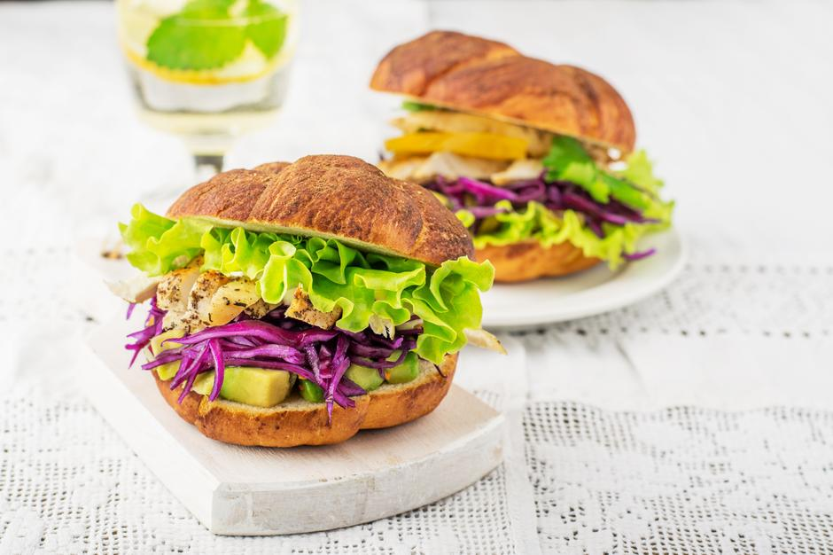 burger s piletinom | Author: Thinkstock