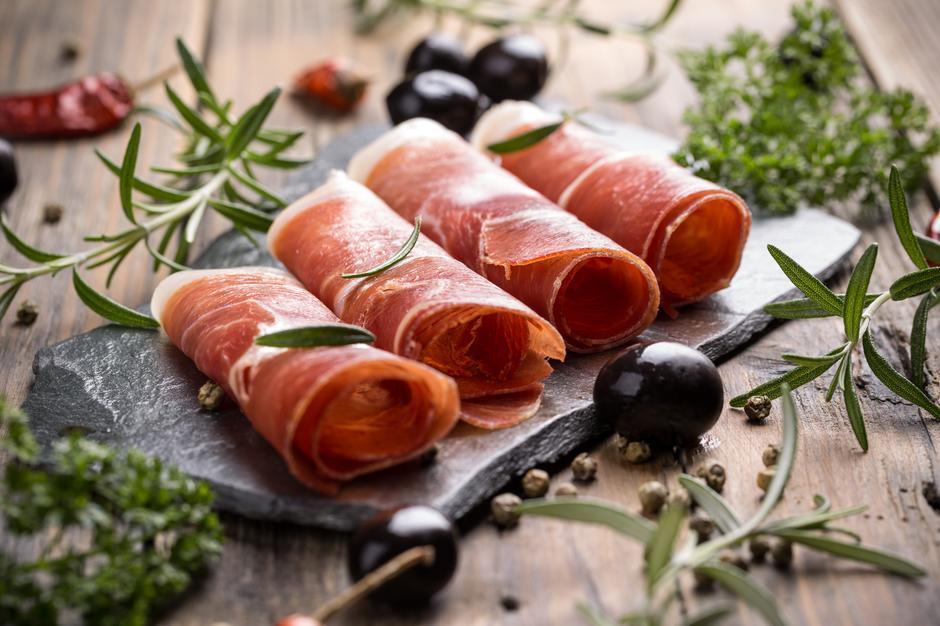 pršut, prosciutto, delicacy, traditional, dalmatian, www.zadarvillas.com