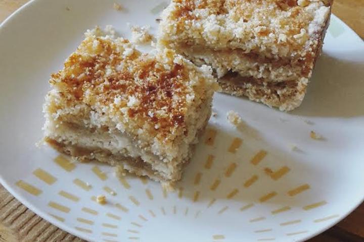 Brzo, lako, neodoljivo: Starinski kolač od jabuka i griza